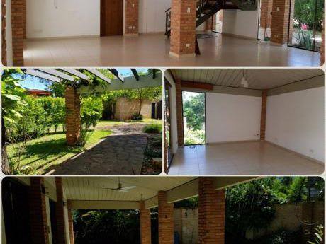 Villa Morra : Elegante Residencia En Condominio Vip  - 1.600 Usd