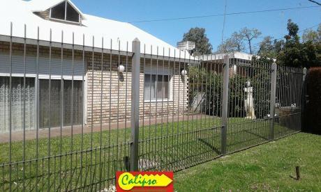 Casa Próxima A Comercios Y ómnibus - Inmobiliaria Calipso