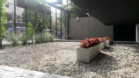 Monoambiente Con Solarium Y Parrillero.