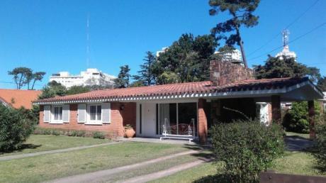 Preciosa Casa Para Vacacionar, A Pasos De Todos Los Servicios.