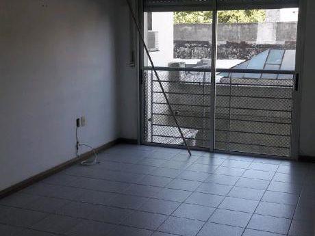 Zona Sanatorios  . 2 Dormitorios .pte Berro , Con Renta