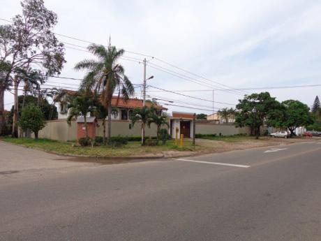 Excelente Ubicacion Casa En Venta Sobre Avenida Y En Esquina 3er Anillo