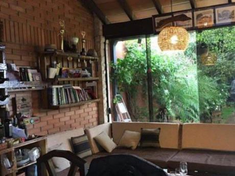 Vendo Casa Tipo Chalets En Zona FèLIX Bogado 360 M2!!