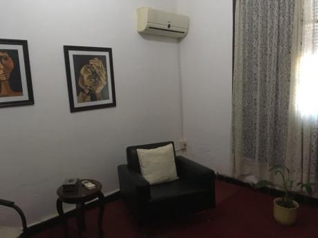 Casa 4 Dormitorios, 2 Baños, Con Estudio Entrada Independiente Y/o Local Comercial En Santa Lucía
