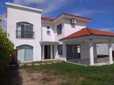 En Alquiler Hermosa Casa En En El Urubo, Condominio Santa Cruz De La Colina