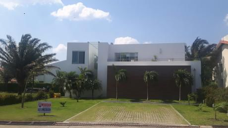 Casa En Condominio Colinas Del Urubó Sector 1.