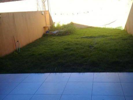 Alquilo Amplio Duplex En El Area Cuatro!!