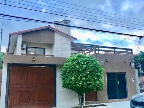 Casa En Venta De 2 Plantas Zona Sur