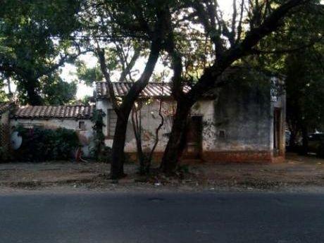 Vendo Terreno Con Casa A Demoler En Esquina Barrio Ycua Sati De Asuncion