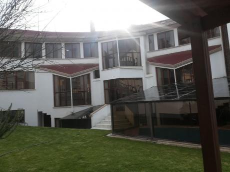 Hermosa Casa En Barrio Residecia
