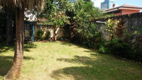 Vendo Terreno Con Casa Tipo Chalets En Barrio Villa Morra!!