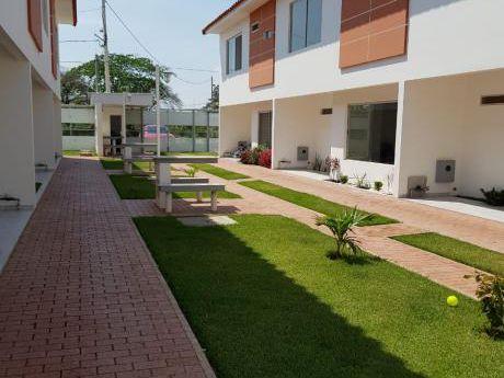 Hermosa Casa En Condominio Boulevard Pedro Vélez