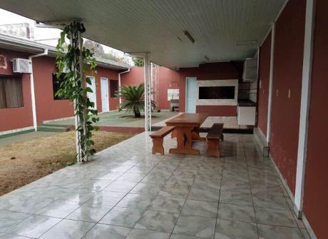Alquilo Casa Con Piscina En El Barrio Pablo Rojas!!