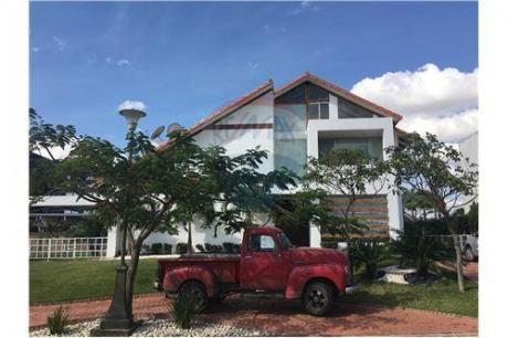 Hermosa Casa Familiar De 3 Dorm, Colinas Del Urubo