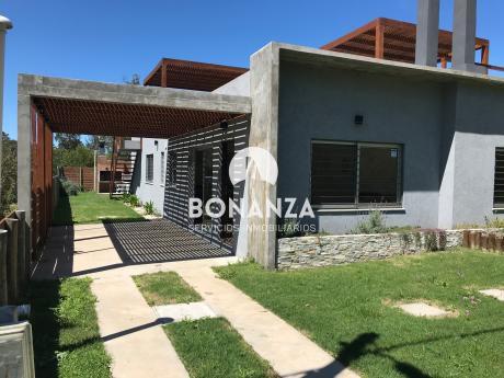 Casa En Venta, Piriápolis, Punta Colorada, A 6 Cuadras De La Playa