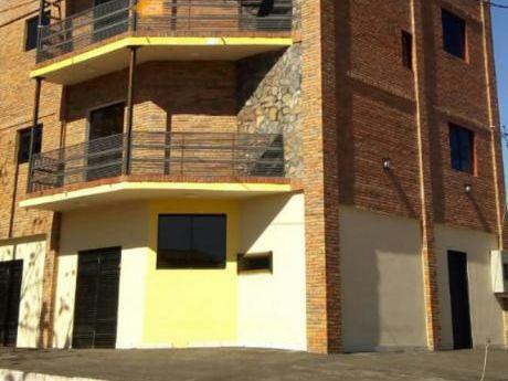 2 Departamentos Y 1 Salón Comercial En Alquiler - F. De La Mora - Zona Sur.