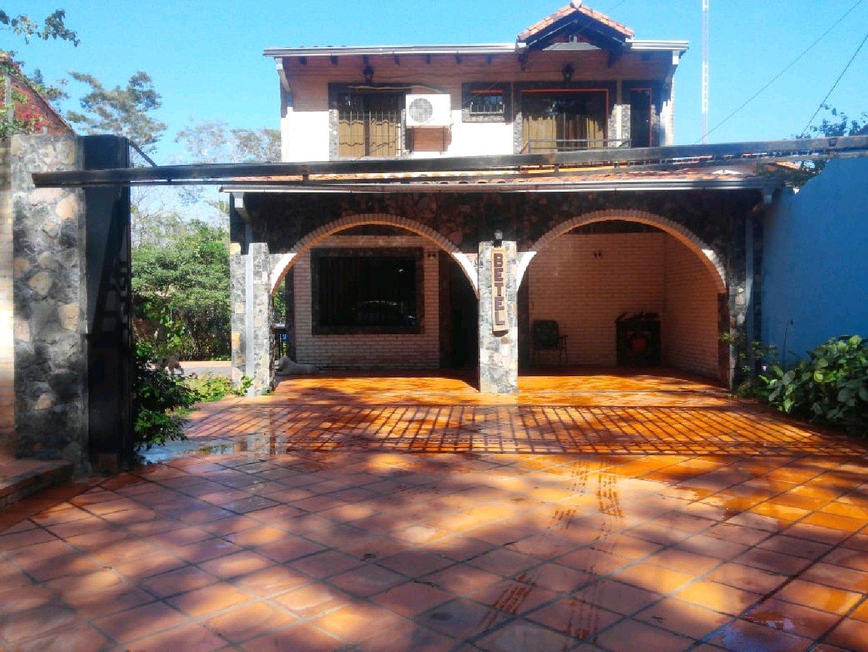 Hermosa Casa De Estilo Rústico A Pasos Del Centro De Villa Elisa.
