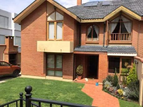 En Venta.- Hermosa Casa En Achumani 350 M2 De Terreno Y 270 M2 De Construccion A