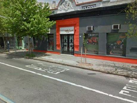 Agraciada Y  Santa Fe - Local Comercial 530 Mts2 - Acceso Desde 2 Avenidas