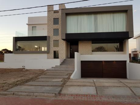 Por Viaje, Vendo O Alquilo Hermosa Casa En Urubo