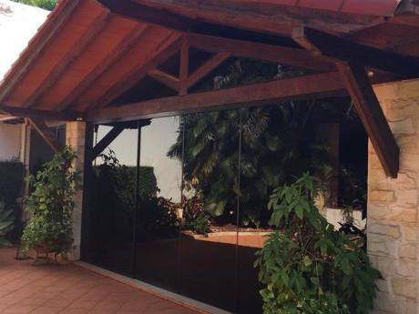 Alquilo Amplia Casa En El Area 8!!