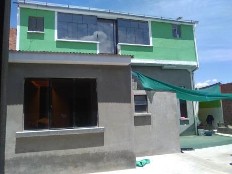 Linda Casa Con Dos  Completos Un Amplio Patio Y Construccion En Obra Brutdconstrucciona Con Opcion A Construir Otro Departamento.