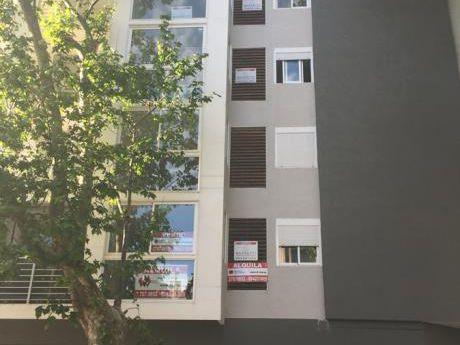 Venta Apartamento De Dos Dormitorios En Tres Cruces, Estrene
