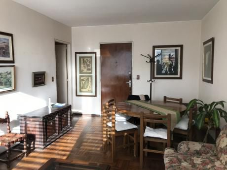 Apartamento En Pocitos 2 Dorm Y Serv.