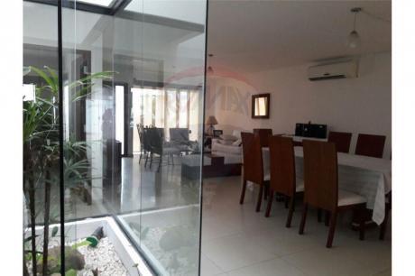 Amplia Casa Al Norte En Hermosa Zona Residencial