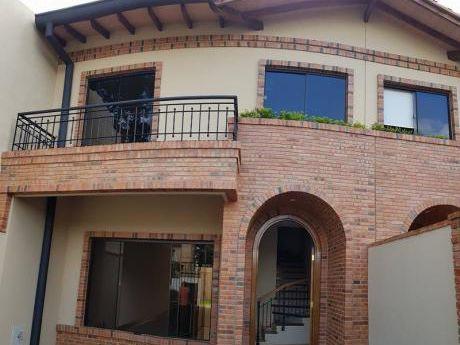 Vendo Amplio Y Hermoso Dúplex En Villa Aurelia