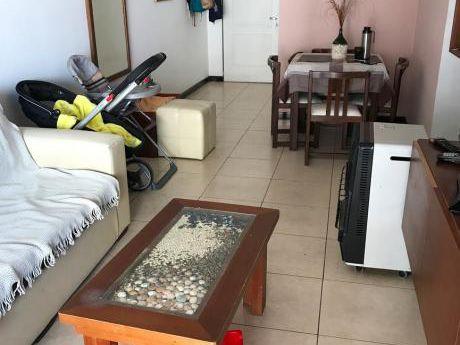 Apartamento, 2 Dormitorios , 1 Baño, Garaje En Aguada