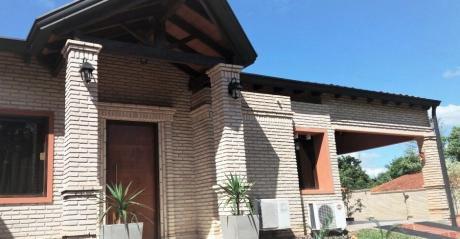 Se Vende Casa De 360 M2  En Limpio Con Opción: Terreno Lindante.