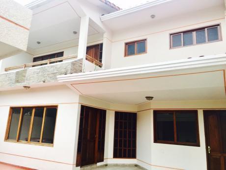 Amplia Casa A 1 Cuadra De La Av.bush 1er Anillo
