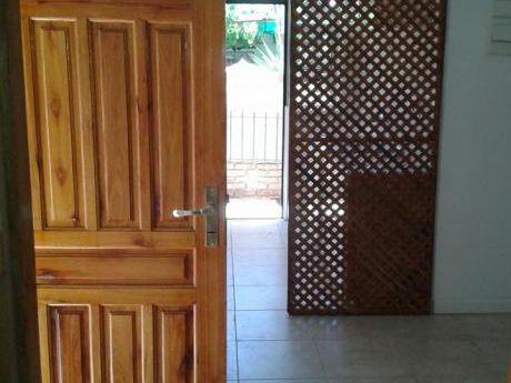 Alquiler  De Casa Al Frente, Sobre Acevedo Diaz, Esquina Hocquart