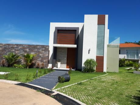 Colinas Del Urubo Vendo Casa A Estrenar