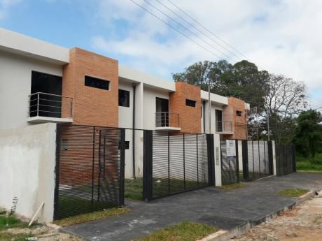 Tierra Inmobiliaria - Increíble Duplex A Estrenar En Lambaré! A Pasos Del Yacht!