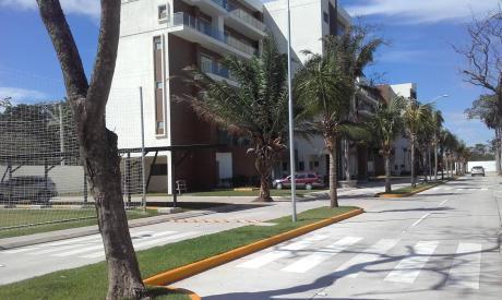 Hermosa Vivienda De Dos Plantas En Condominio Jardines Del Norte.