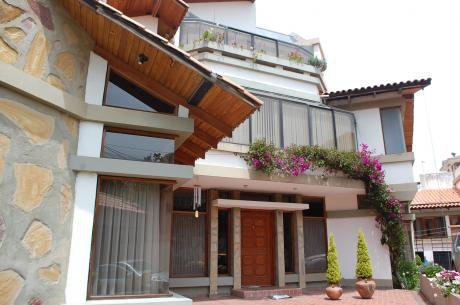 Casa En Venta, Alto Seguencomo, Zona Sur  420m2 Superficie, 378m2 Construidos.