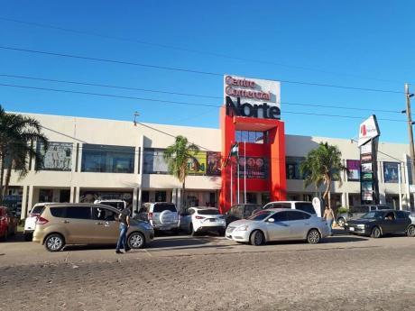 Tienda En El Centro Comercial Norte