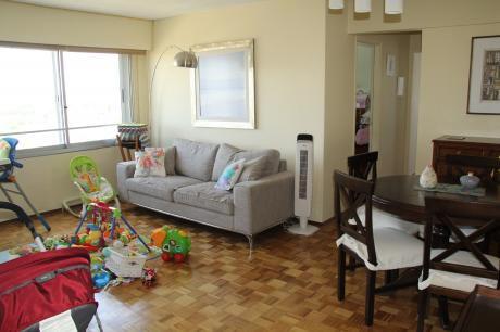 Precioso Apartamento En Avda. Brasil Y Bulevar Artigas. Reservado