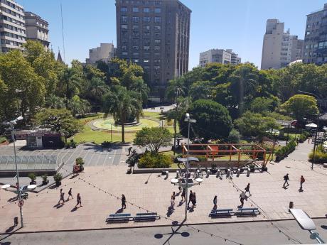 Frente A Plaza Entrevero