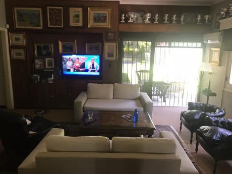 Muy Linda Casa Sobre La Calle Rivera