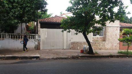 Alquilamos Chalet S/ Bartolome De Las Casas, A 5 Cdras De La Avda Eusebio Ayala