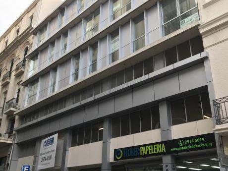 Venta De Oficinas Y Cocheras En Ciudad Vieja.