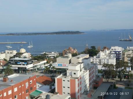 La Mejor Ubicación Y Vista De Punta Del Este - Reformada A Nuevo.