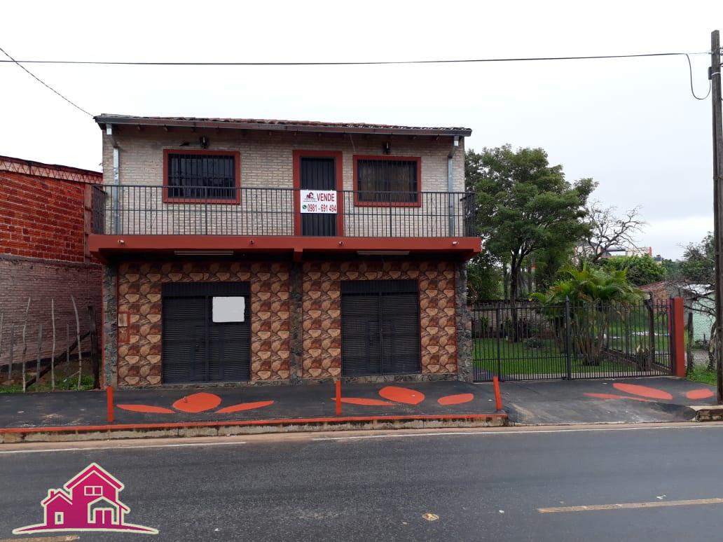 Vendo Casa Con 2 Habitaciones Y Salones En  El Barrio Laurelty - Luque