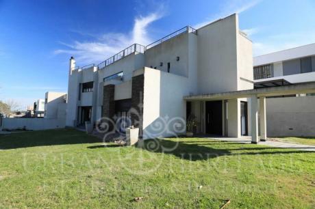 Luxury Home Barrio Los Olivos