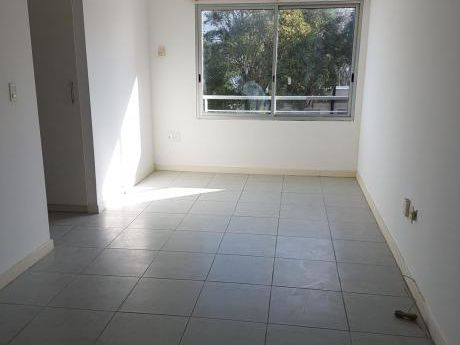 Apartamento En Alquiler De 1 Dormitorio En Pocitos. Rivera Y Bustamante