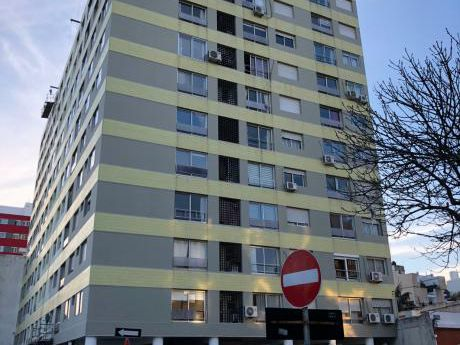 Alquiler Apto 3 Dormitorios En Palermo Con Vista A La Rambla