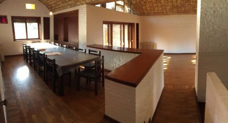 Venta De 2 Casas Contiguas, Gran Terreno Y Una Ubicación Inmejorable!